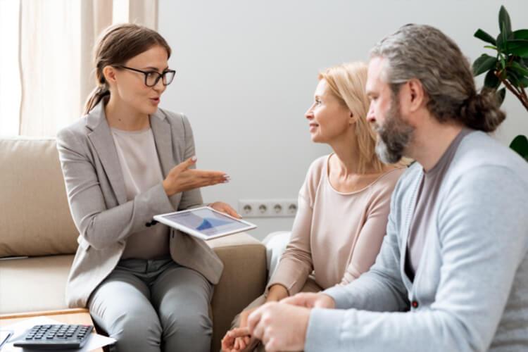 ¿Qué funciones desempeña un consultor inmobiliario?